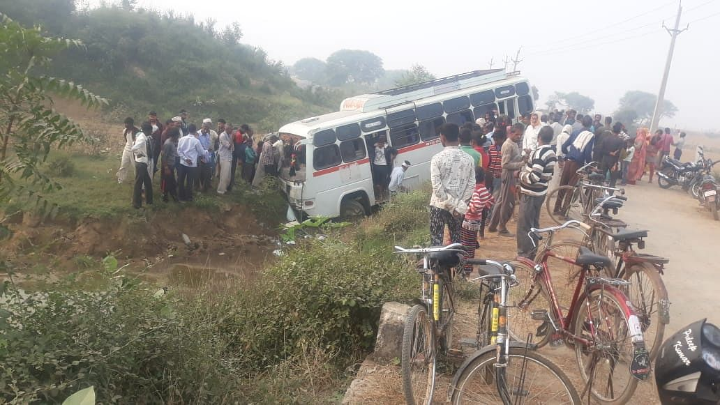 Morena: Over 20 school kids injured as bus falls into ditch