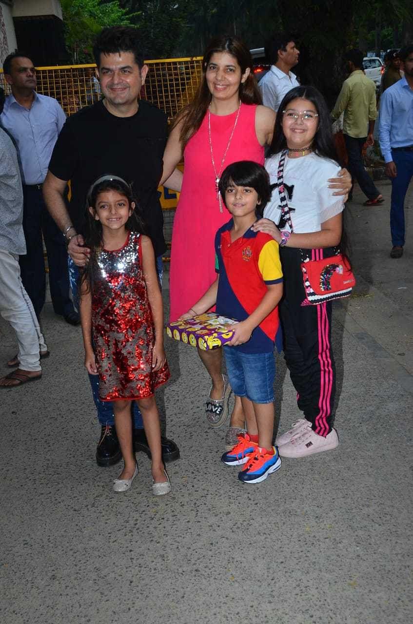 Dabbo Ratnani with family