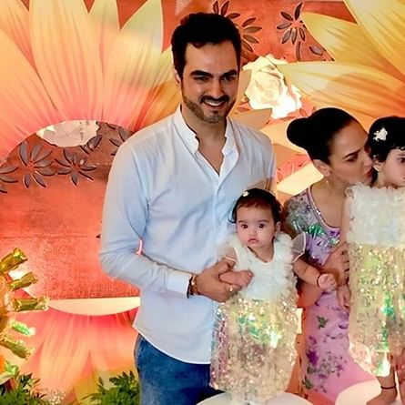 Esha Deol shares awe-dorable pic of daughter Miraya with her Dadaa