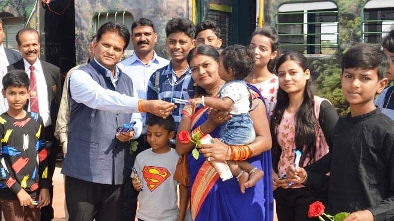 Indore: DRM offers rose buds, chocolates to passengers on Heritage train