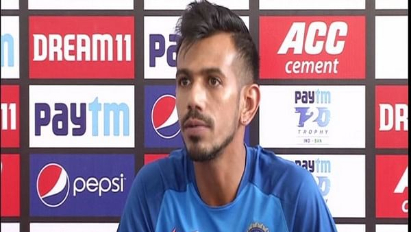 Latest Coronavirus update in India: Yuzvendra Chahal wears mask on way  to Dharamshala for first ODI