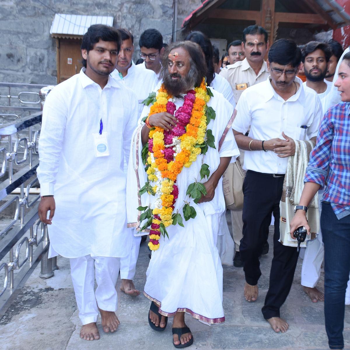 Ujjain: Sri Sri Ravishankar pays obeisance at Sri Mahakaleshwar temple