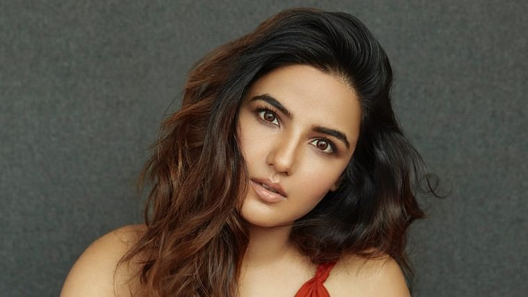 Gave up butter chicken and pizza to be 'Naagin': Jasmin Bhasin