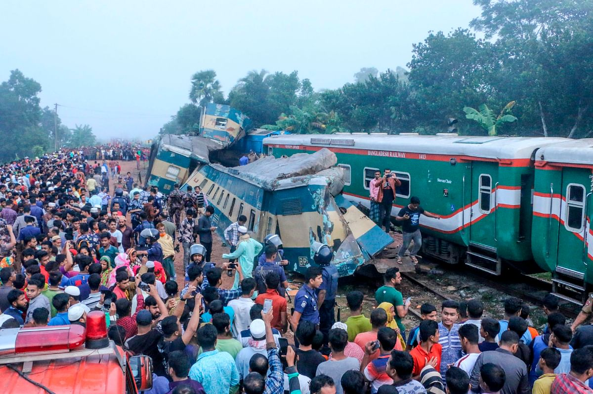 Bystanders look on after a train collided with another train in Brahmanbaria some 130 kms from Dhaka on November 12, 2019.