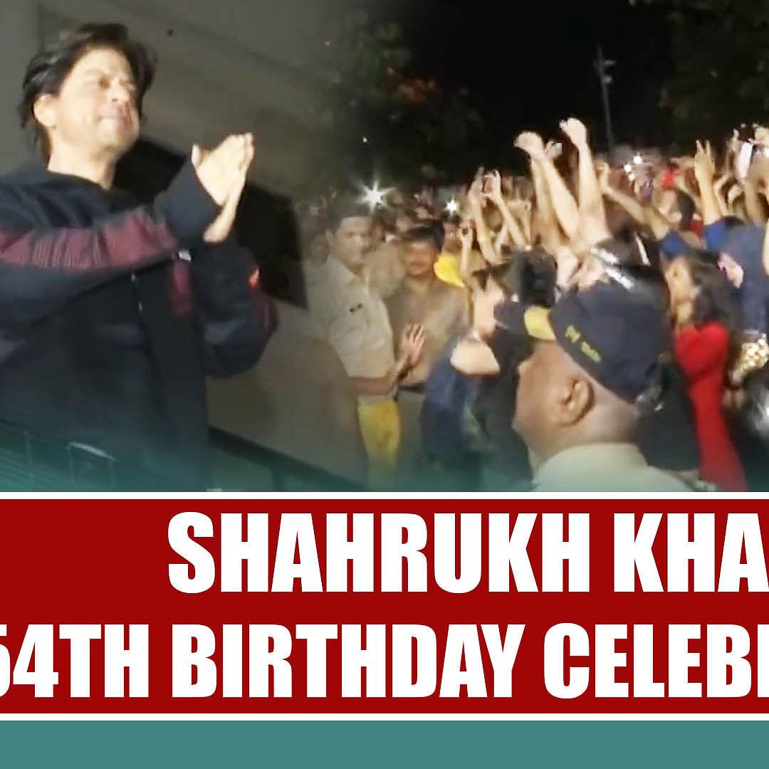 Shahrukh Khan 54th Birthday Celebration Outside Mannat | SRK SURPRISE Visit For Fans