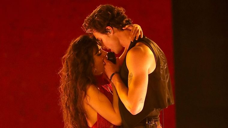 Camila Cabello, Shawn Mendes turn up the heat while performing 'Senorita' at 2019 AMAs