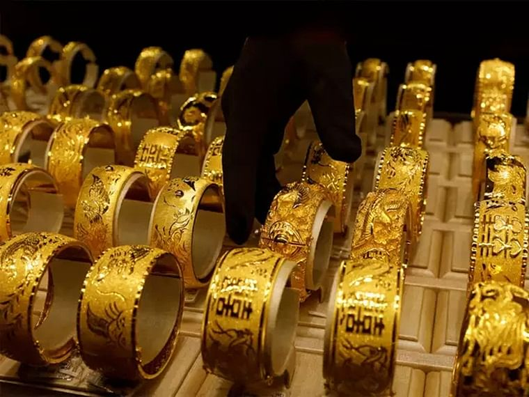 Gold prices remain weak, down by Rs 1,800 per 10 gram from September highs