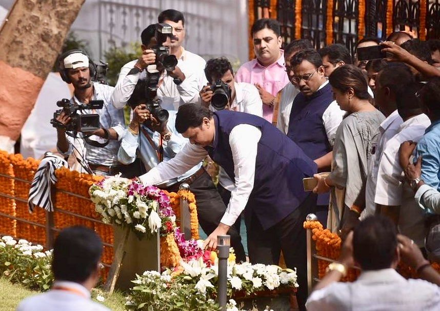 Watch: Fadnavis heckled at Bal Thackeray's death anniversary function