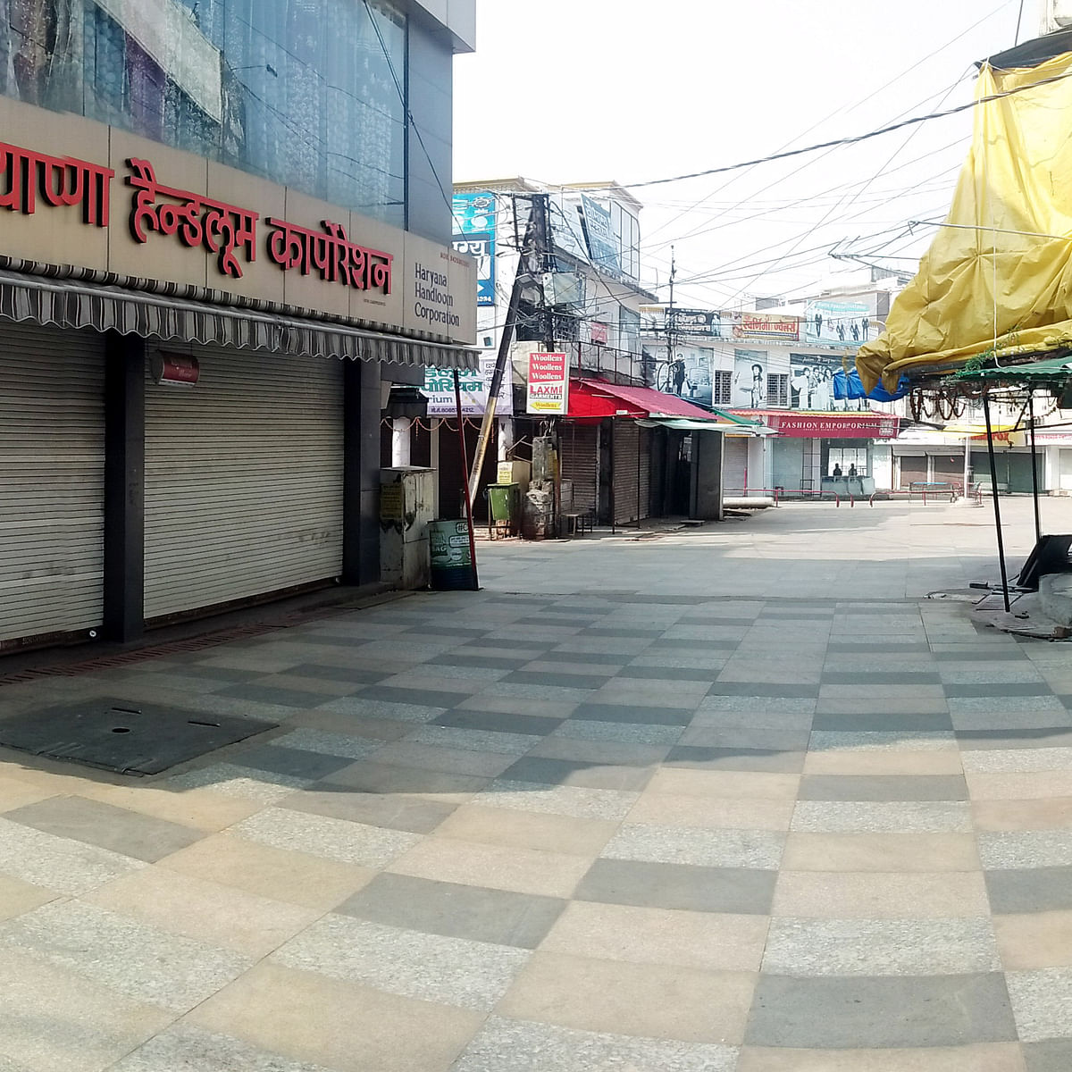 Bhopal: Roads wear deserted look