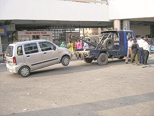 Mumbai: Driver zooms away with car impounded by cops