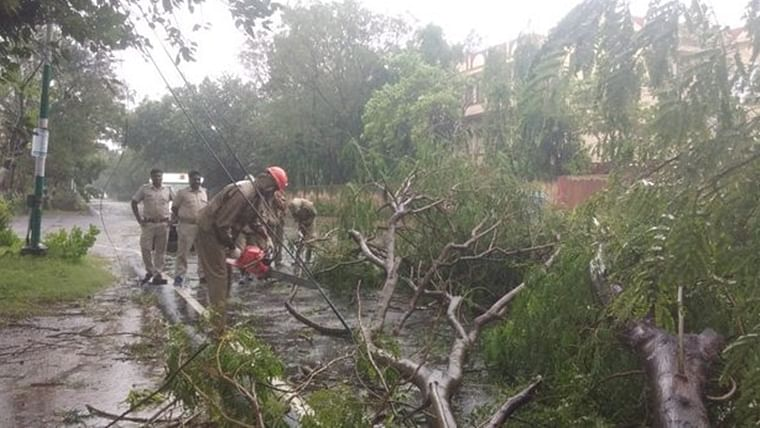 Cyclone Bulbul grounds all flights for Kolkata airport