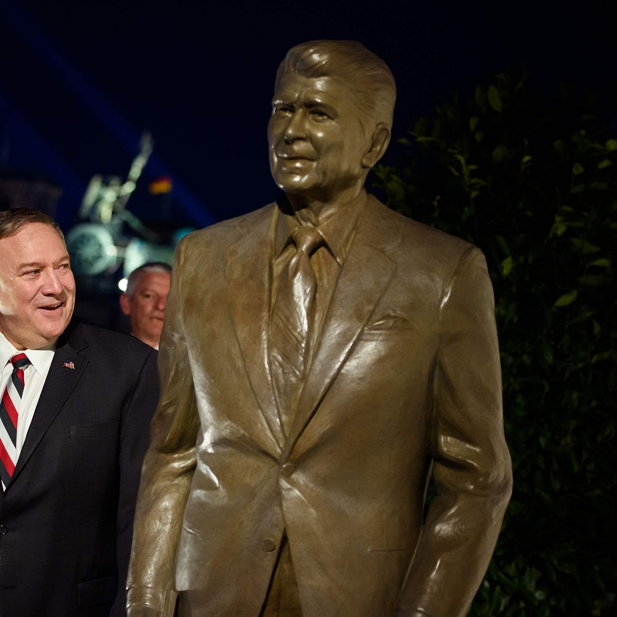 Berlin unveils late US Prez Ronald Reagan's statue