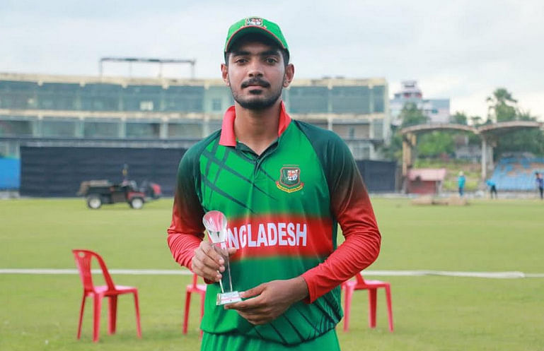 Twitter trolls Bangladeshi cricketer for 'overstaying'
