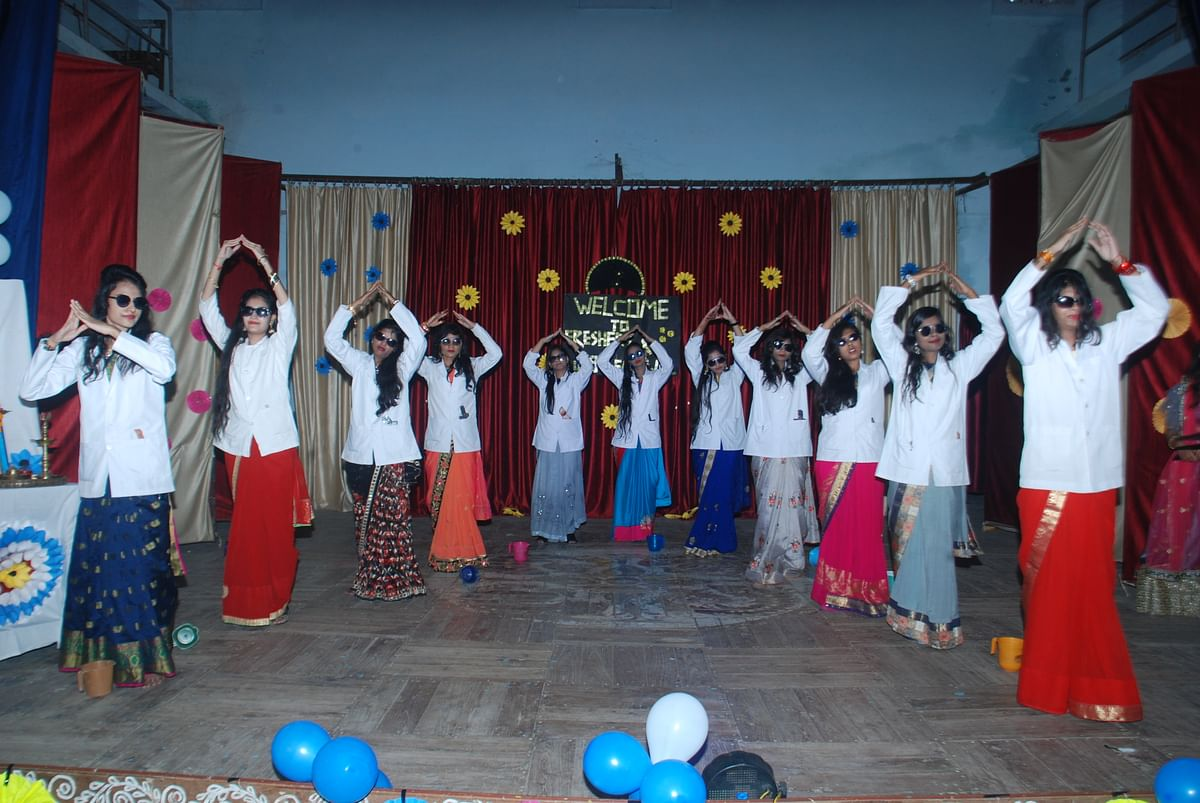 Ujjain: Eco-friendly fresher & farewell party held