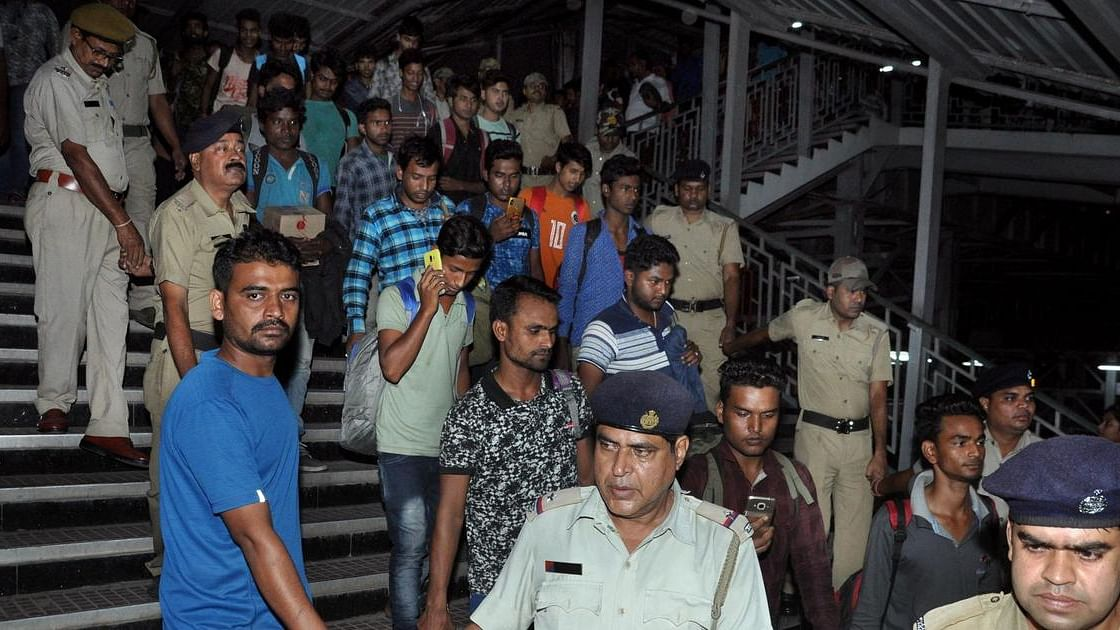138 Bengali workers return home from Kashmir after killing of non-Kashmiri workers in J&K