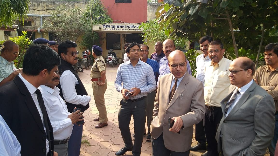 Indore: 7 judges, collector inspect juvenile home