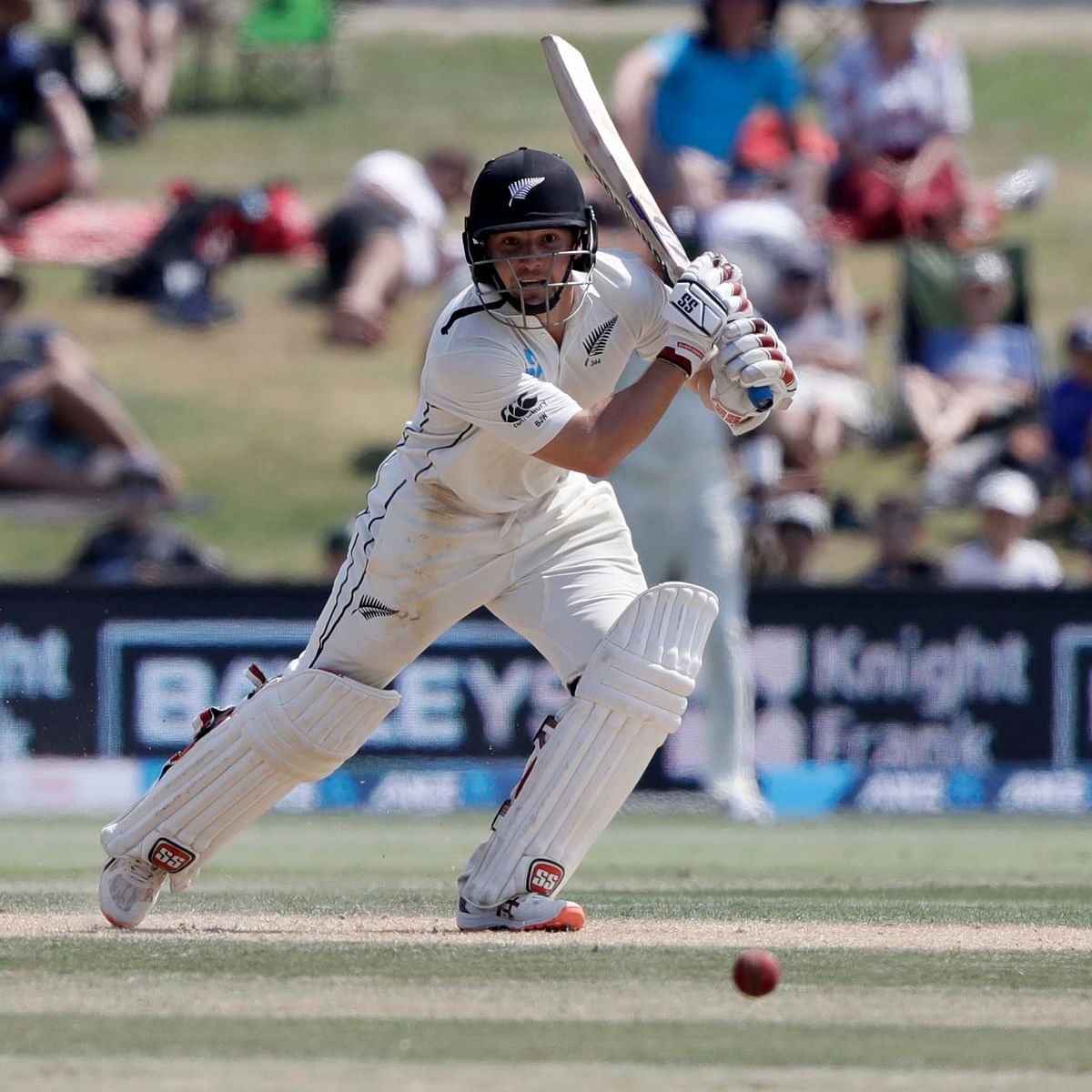 New Zealand vs England: Watling waltzs, Poms struggle