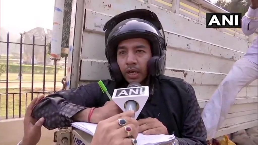 Put a tear in our eyes: Officials wear helmets while selling onions in Patna