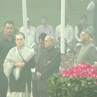 Sonia Gandhi, Manmohan Singh pay tribute to Jawaharlal Nehru on 130th birth anniversary