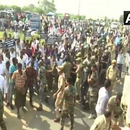 Farmers protest against Naidu over Amaravati development