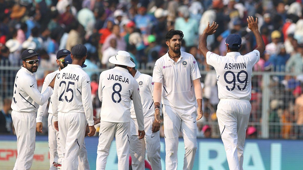 Ishant Sharma with his teammates