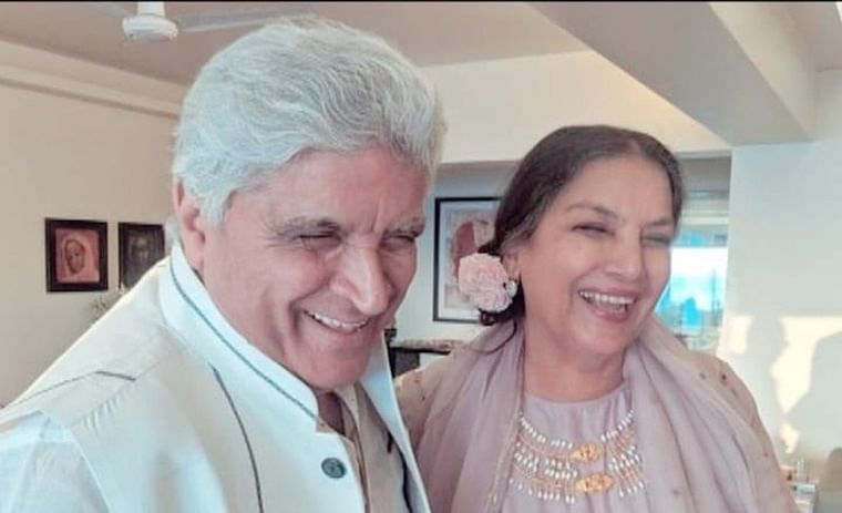 Javed Akhtar, Shabana Azmi are all smiles on 35th wedding anniversary