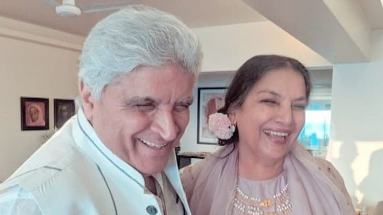 Javed Akhtar, Shabana Azmi are all smiles on 35th wedding anniversary