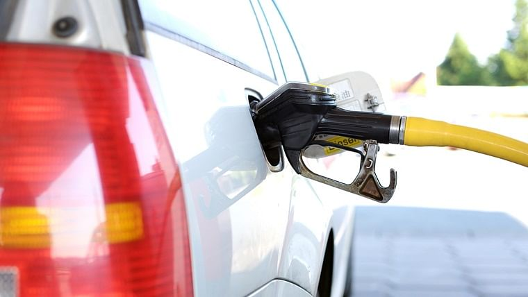 Petrol price remains unchanged today, diesel rate cut by 7 paise