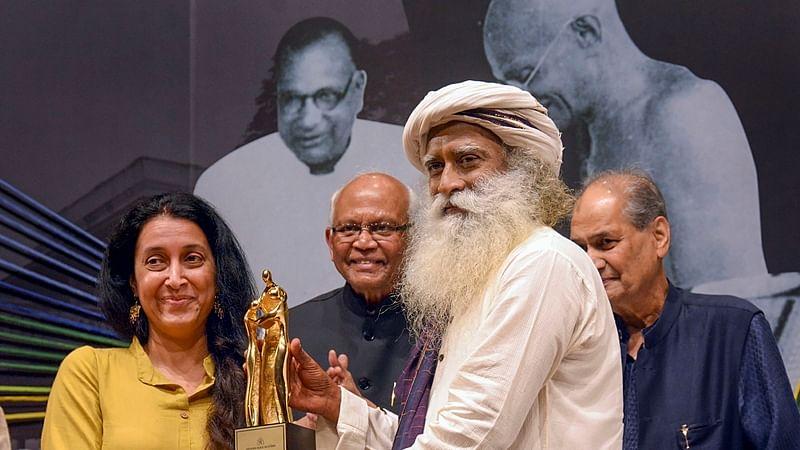 Sadhguru honours Jamnalal Bajaj Foundation awardees