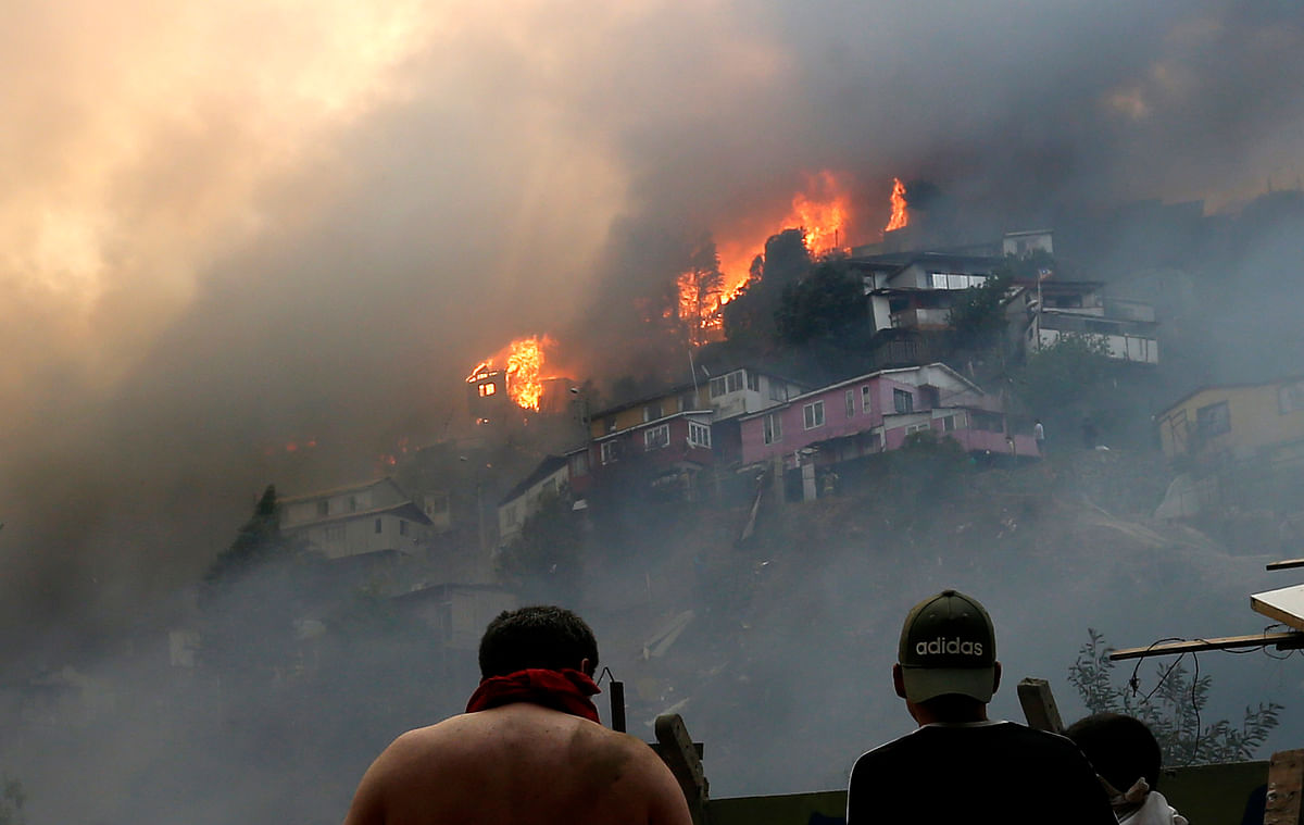 """Valparaiso Mayor Jorge Sharp told Canal 24 Horas that the fires had been started """"intentionally""""."""