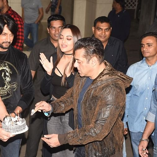 Watch video: Salman Khan turns 54 today, celebrates birthday with 'Dabangg 3' co-stars