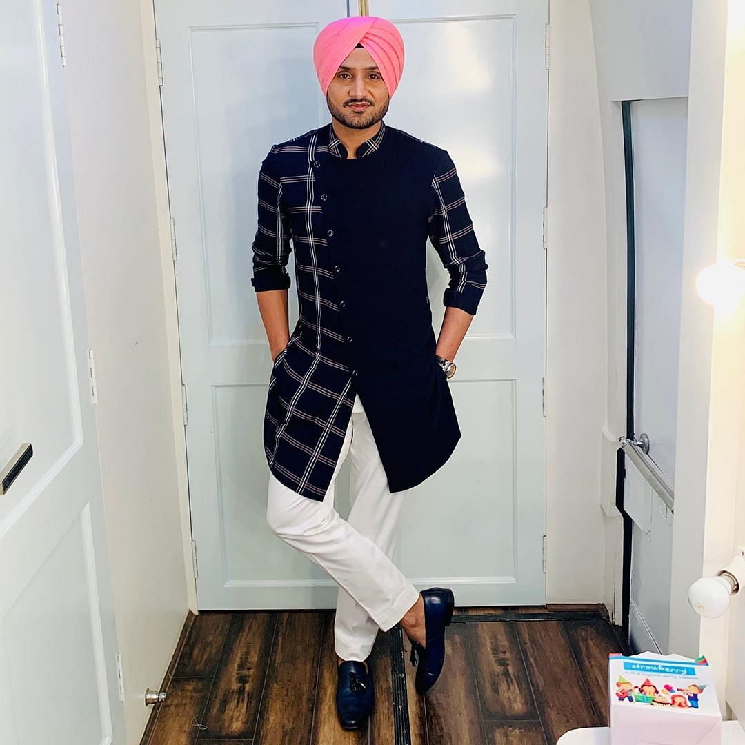 Harbhajan Singh offers to set up mobile COVID-19 testing lab in Pune, says 'let's do our bit to help'