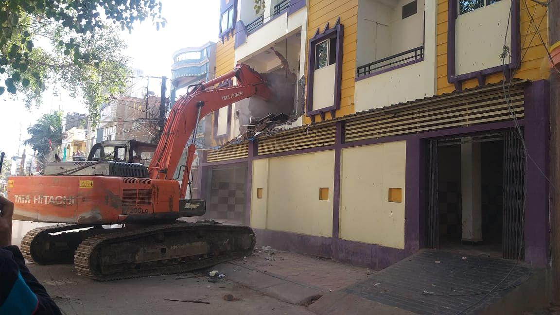 Land Sharks in MP government net : Illegal buildings of Yuvraj, Hemant Yadav, Saluja razed in Indore