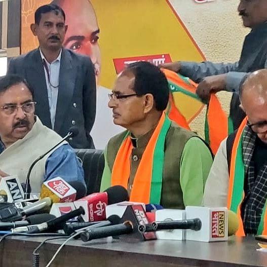 Shivraj equates Modi to God, askes Gehlot to step down to oppose CAA
