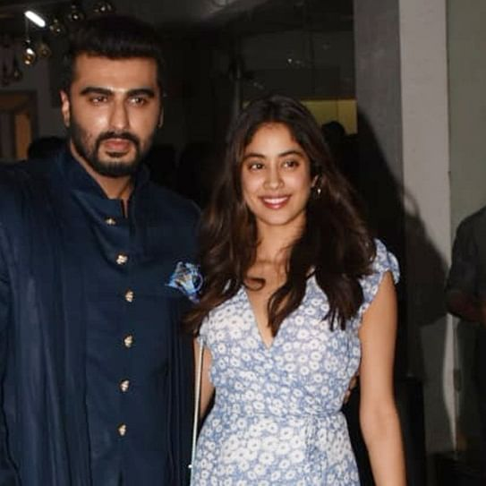 Janhvi Kapoor turns cheerleader for brother Arjun Kapoor at 'Panipat' screening