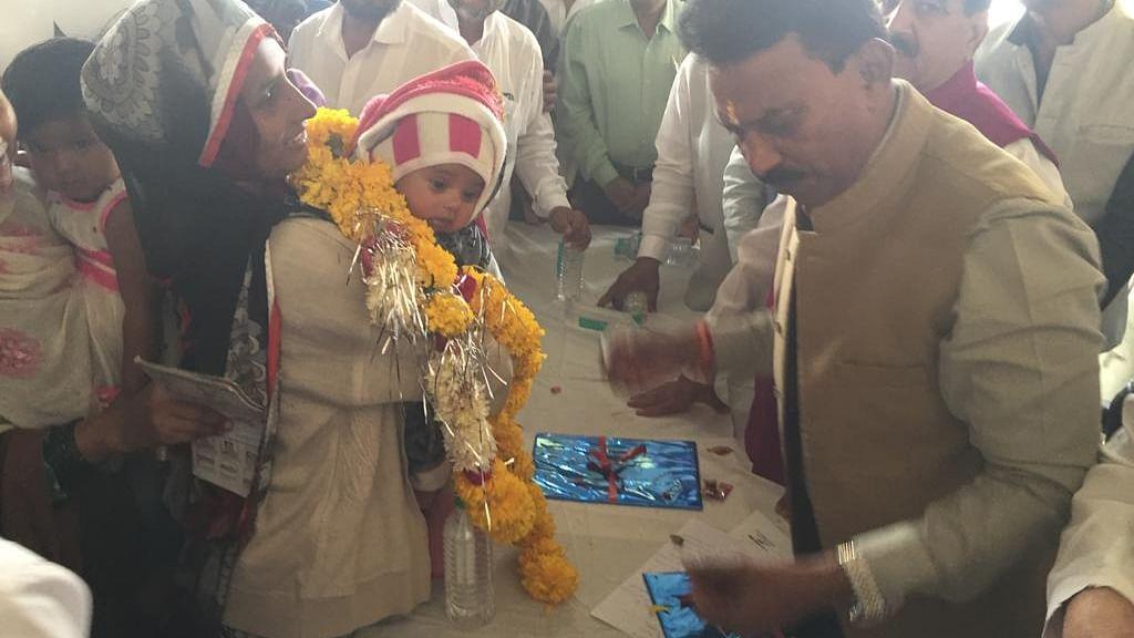 Indore: Indradhanush 2.0 using automatic lock syringe for vaccination