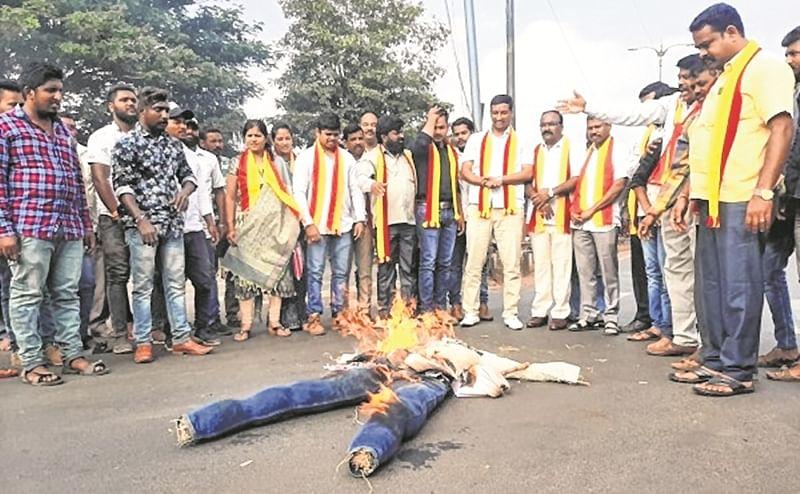 Belgaum border dispute: Border tense; Yediyurappa, Uddhav Thackeray burnt in effigy
