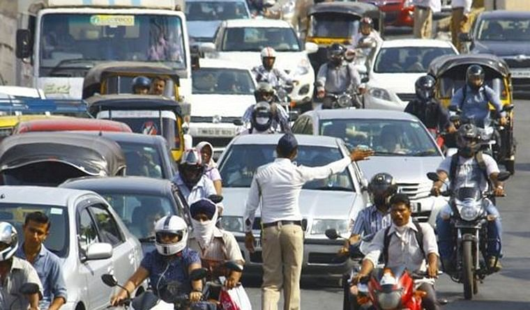 Traffic police to keep Mumbai safe on New Year's Eve with traffic restrictions at popular spots, nakabandis