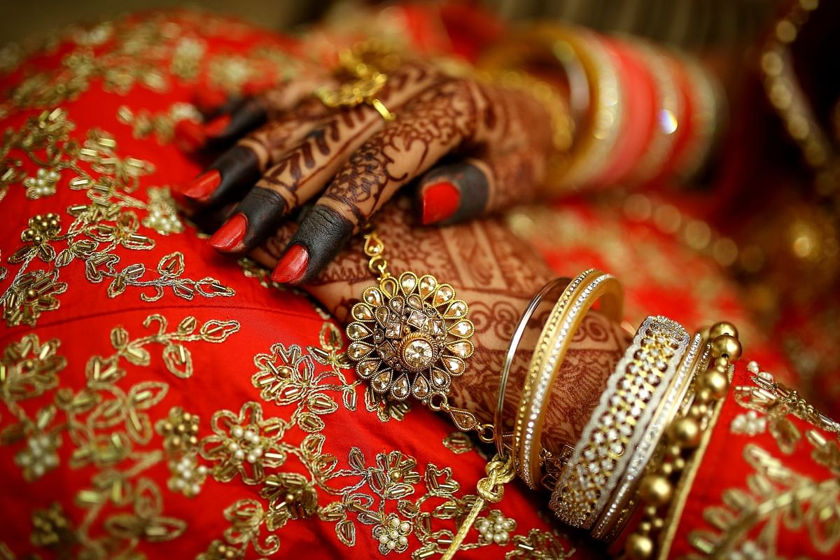 Image result for Newly-wed Woman Flees In-laws' House with Cash & Jewellery Worth Rs 3 Lakh