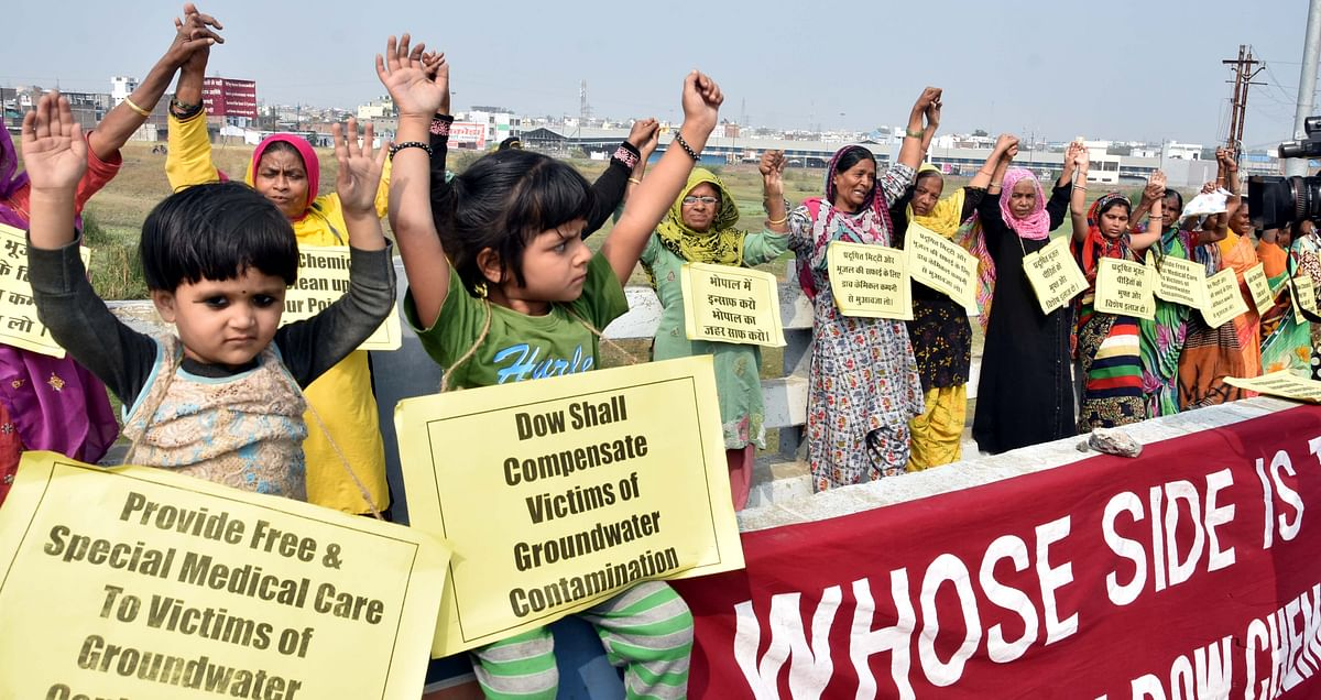 In protest over groundwater contamination, Bhopal gas victims form human chain