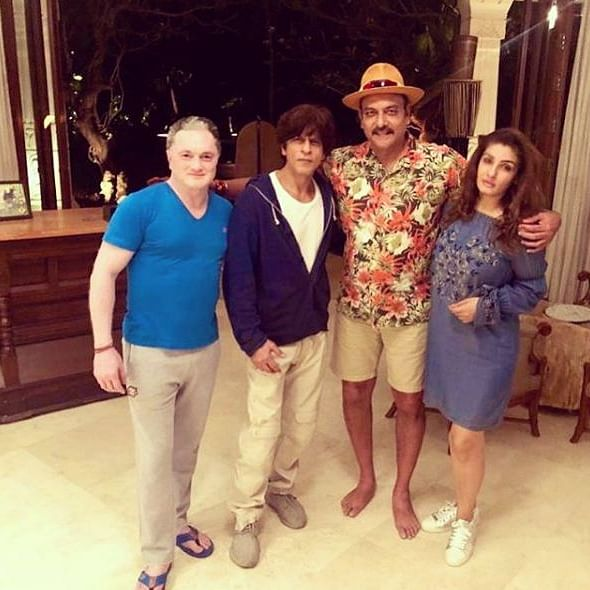 'Great conversations with some brilliant minds': Ravi Shastri has a gala time with Shah Rukh Khan, Raveena Tandon in Alibag