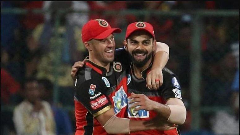 AB De Villiers (left) and Virat Kohli