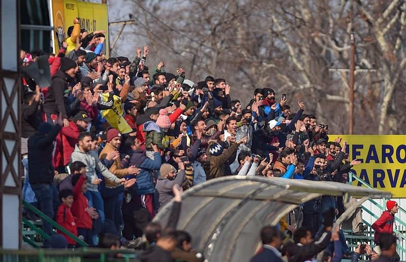 Kashmir takes it sportingly, 2000 fans turn up for Valley's first major sports event