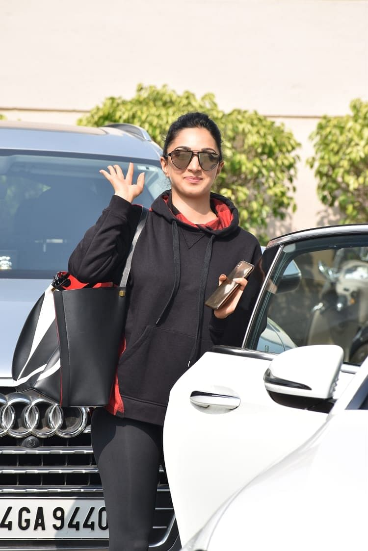 Kiara Advani's handbag worth Rs 2 Lakh doesn't even have a zip!