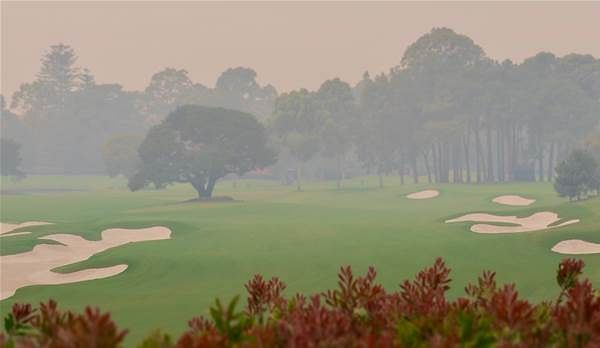 Burning eyes, hacking coughs: Sydney's bushfires have golfers very worried