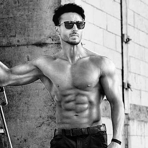 Too hot to handle: Tiger Shroff flaunts his bare body in '-3 degrees' temperature