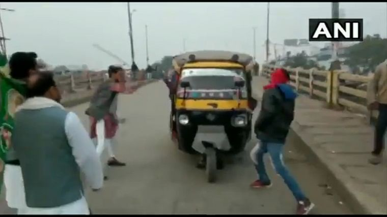 Watch: RJD workers vandalise auto-rickshaws in Bihar during CAA protests