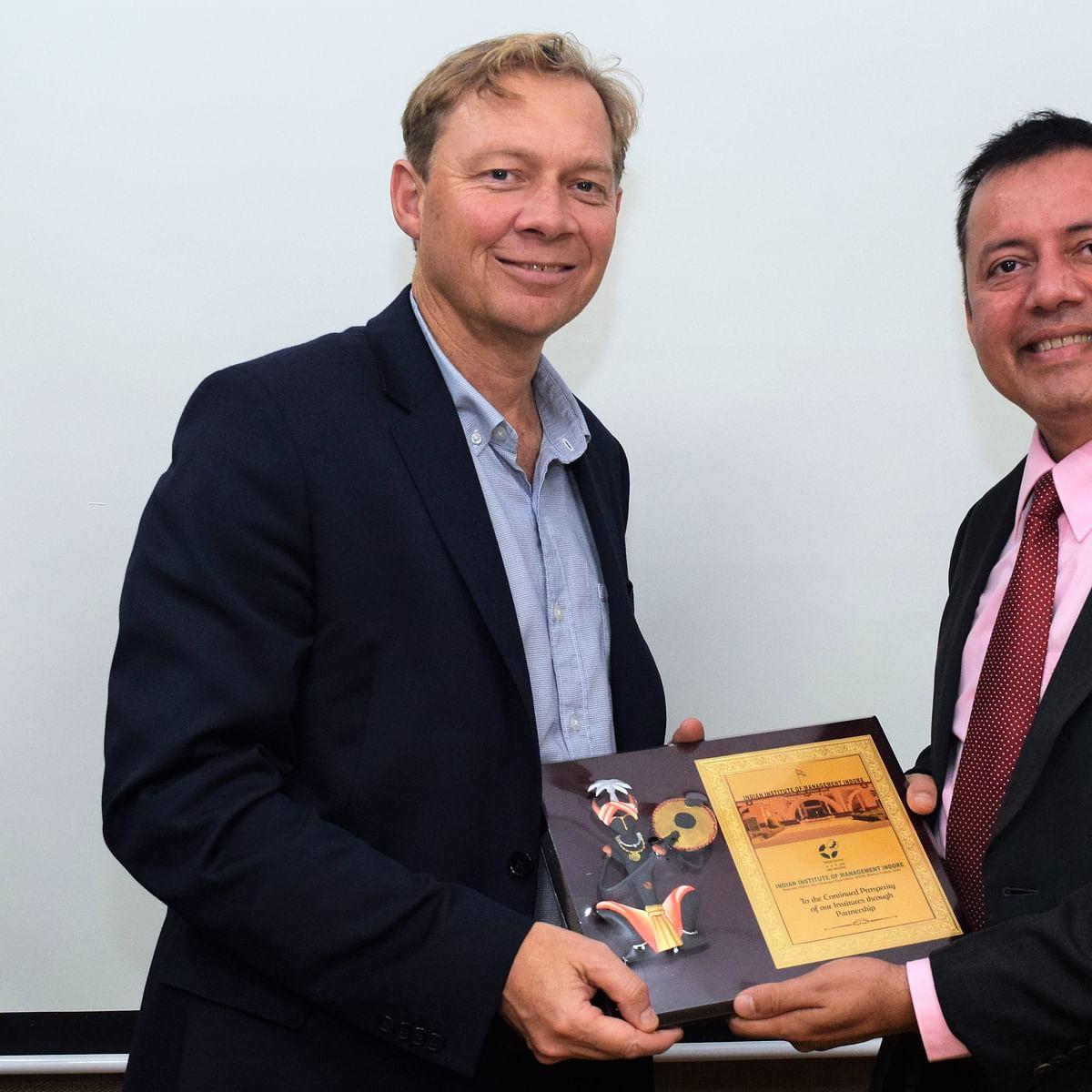 IIM Indore signs MoU with University of Queensland
