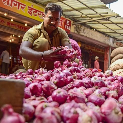 Average onion prices jump five-fold to Rs 101 per kg as compared to last year