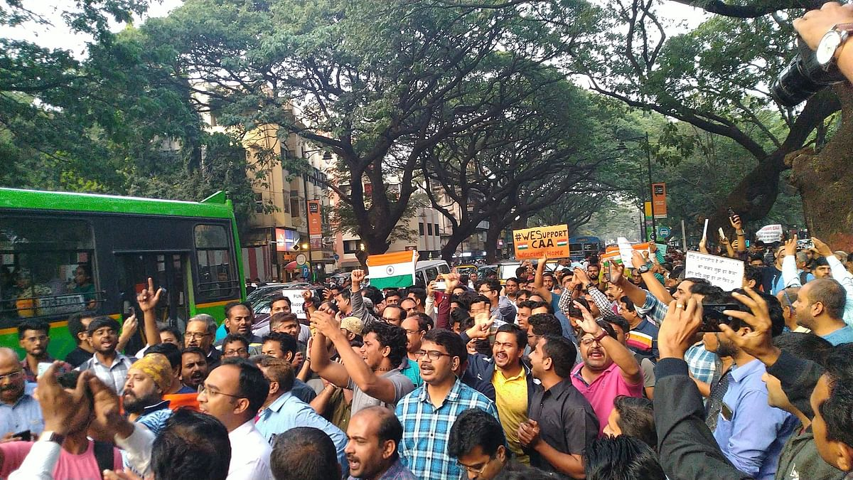 Pune: Hundreds of people form pro-CAA human chain